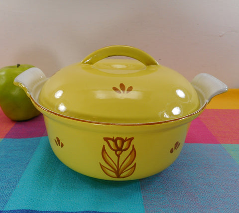 Dru Holland Cast Iron Enamel 1-1/2 Quart Round Casserole Pot - Yellow Tulip 18 cm Vintage Cookware