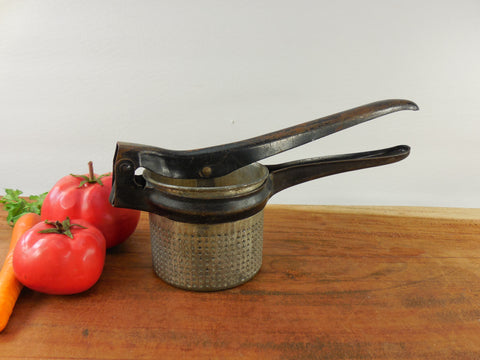 O'Brien & O'Brien Vintage Potato Vegetable Masher Ricer