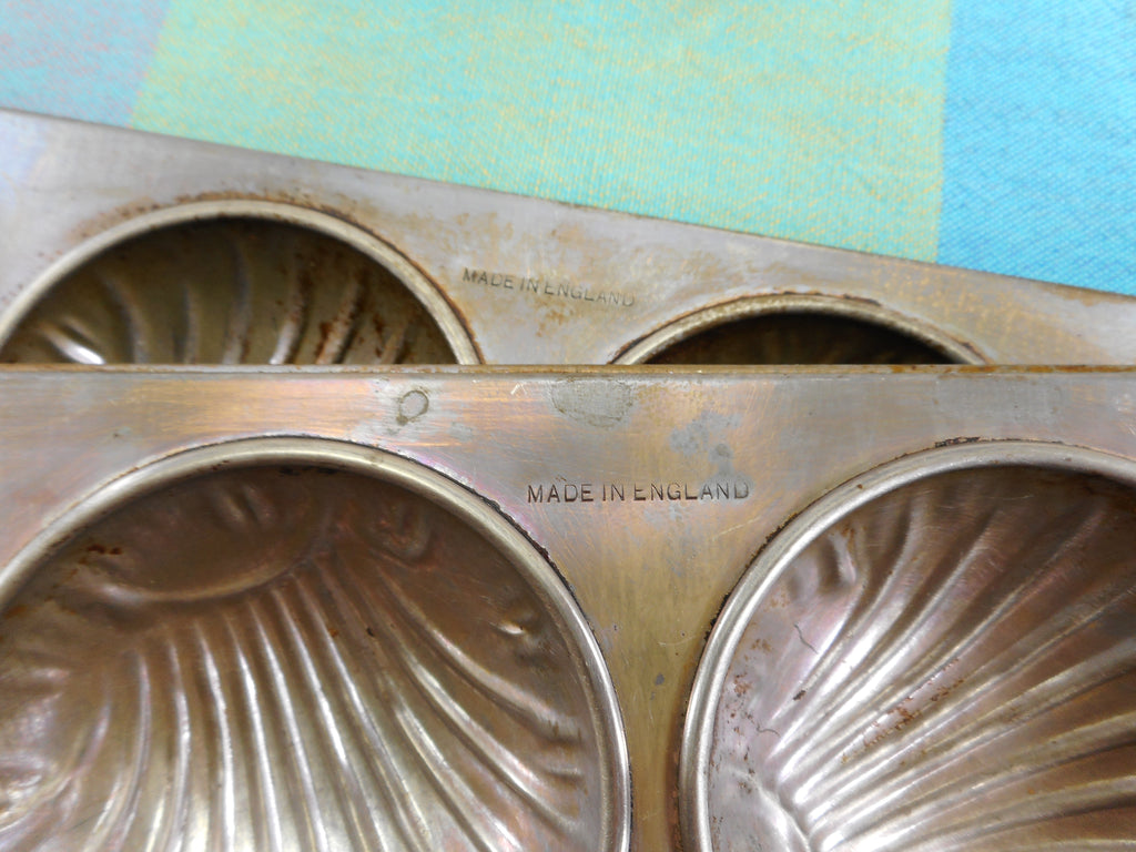 Unbranded Made In England Tin Baking Pans Shell