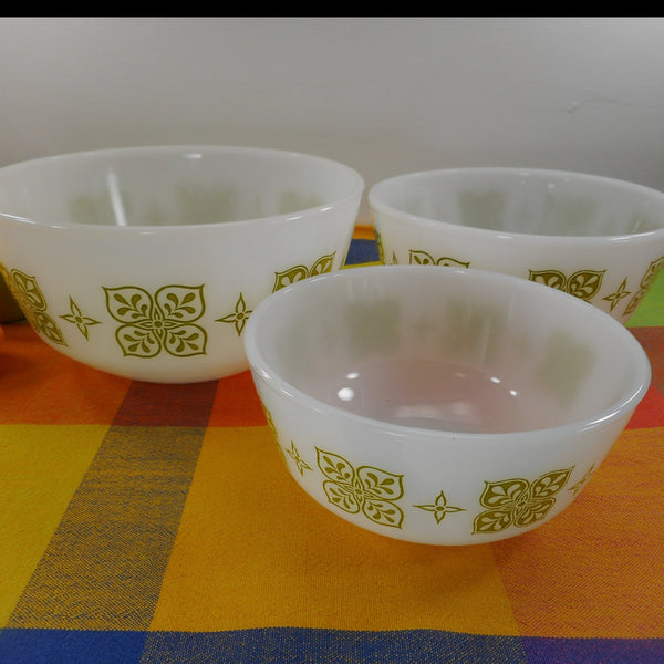 Fire King Anchor Hocking 3 Mixing Serving Bowl  Set - Dutch Clover Green White