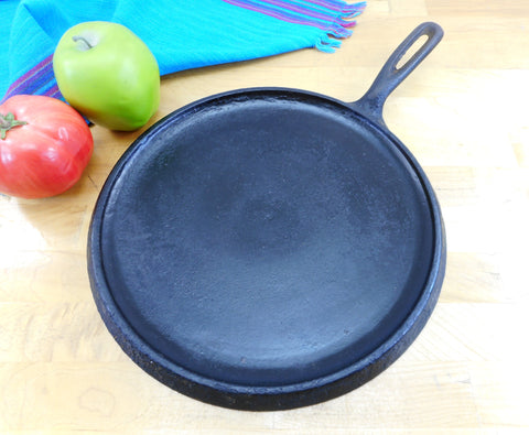 "Un Marked Maker Cast Iron 11"" Round Griddle with Handle - No Name Unbranded Seasoned"