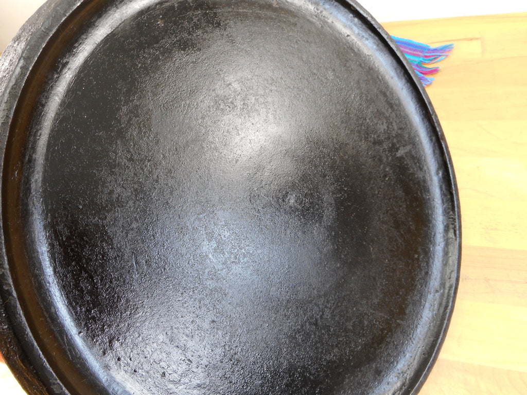 "Un Marked Maker Cast Iron 11"" Round Griddle with Handle - No Name Unbranded Seasoned Shiny"