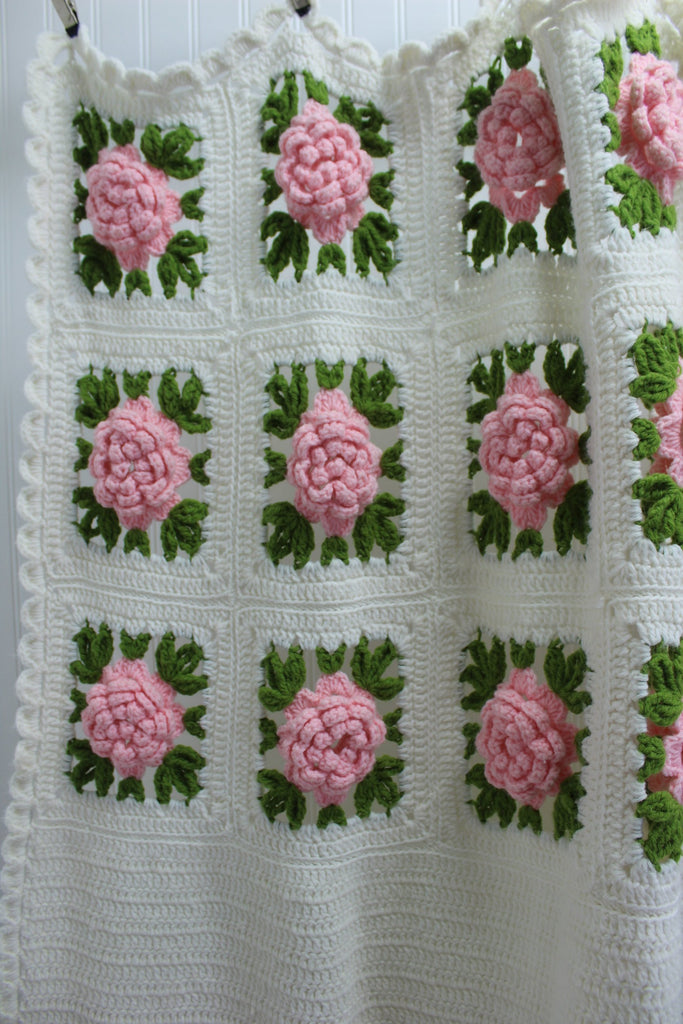 Vintage Crochet Coverlet Bedspread Dimensional Flowers Hand Made Large Heavy pink