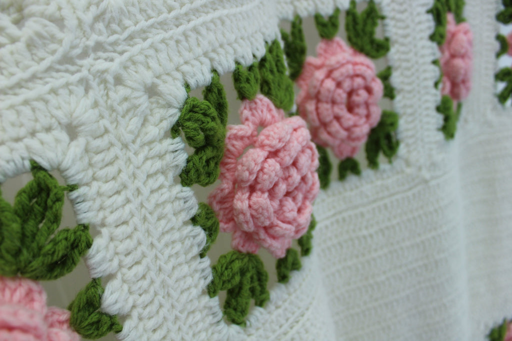Vintage Crochet Coverlet Bedspread Dimensional Flowers Hand Made Large Heavy green leaves