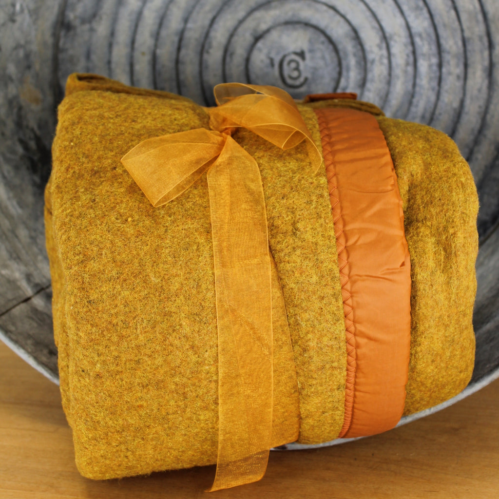 love this burnt sugar color blanket with hints of gold metallic appearance heavy in great condition ready for use