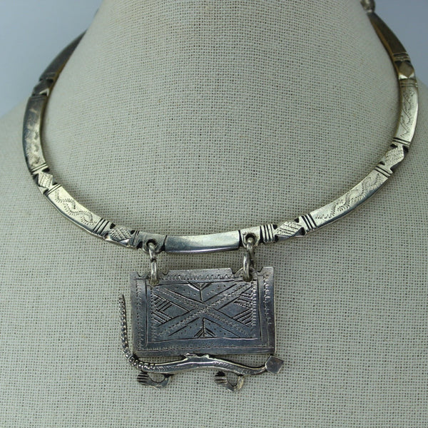 Vintage Necklace Cultural Tribal Choker Silver Metal Medallion Gecko Lizard Reptile