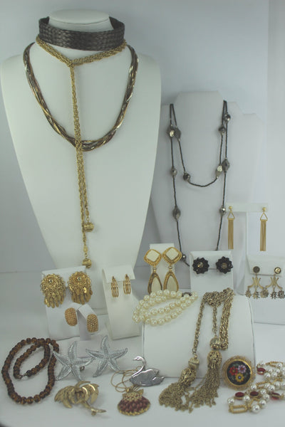Exceptional Jewelry Lot 20 Pieces Unmarked Good Variety Earrings Necklaces Pins