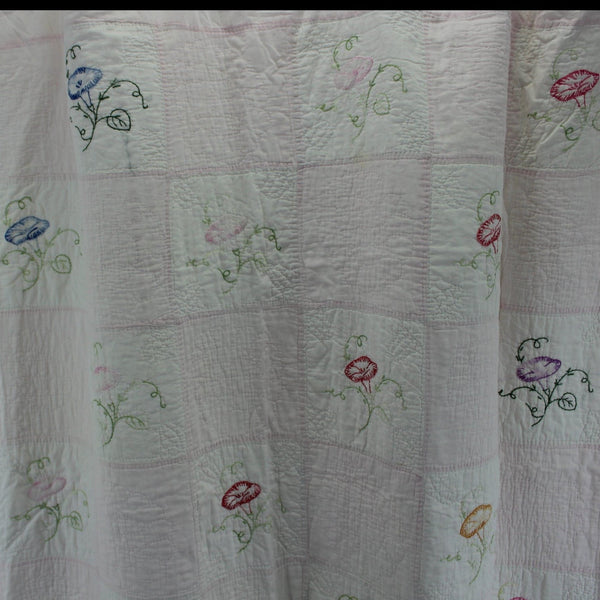 Quilt Old Vintage 1940s Cabin Chic Embroidered Flowers Hand Stitch