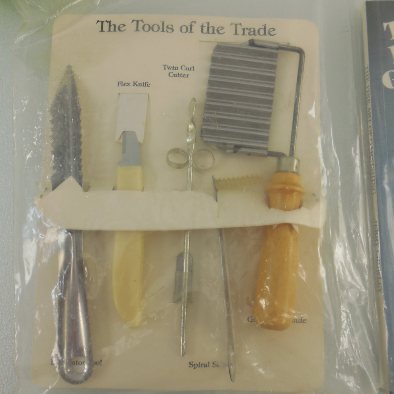 Garnish Kitchen Tools Knives wt Book - Spiral Slicer, Twin Curl, Fruit Vegetable Decorator tools