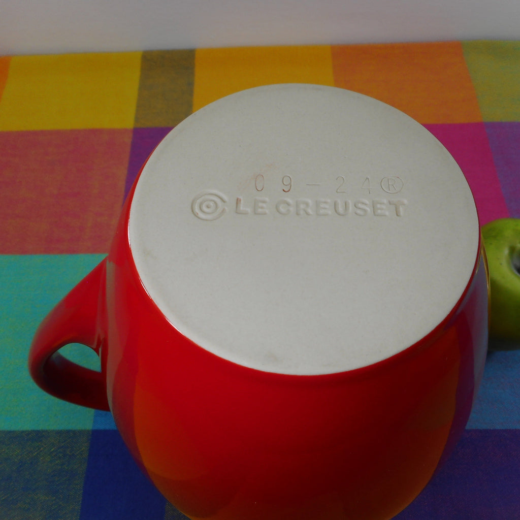 Le Creuset Stoneware 2.25 Quart Red Pitcher 09-24 Pre-owned