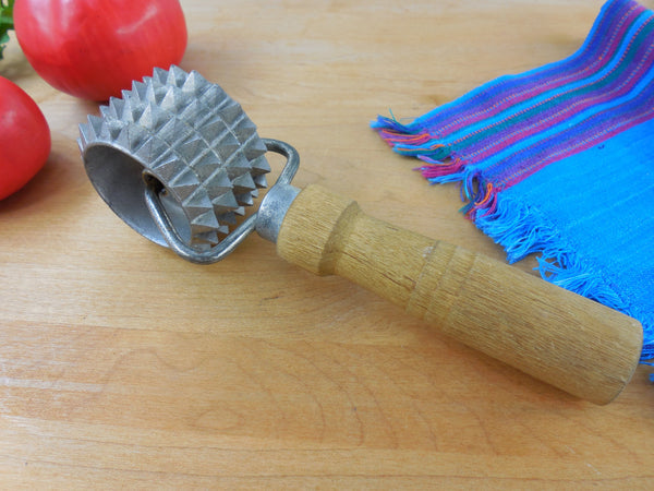 Vintage Hand Roller Meat Tenderizer Kitchen Tool Utensil