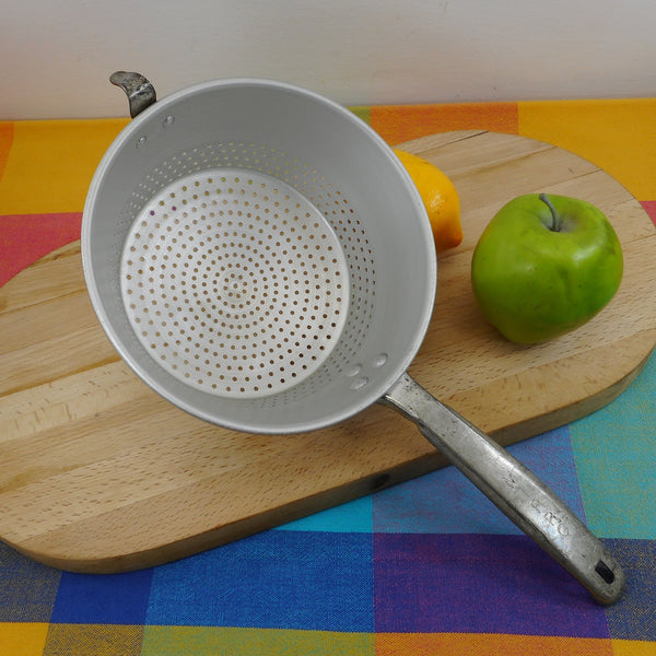 Mirro USA Aluminum Long Handle Strainer Colander 1-1/2 Quart
