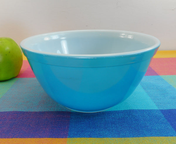 Pyrex Glass Mixing Bowl - Primary Blue 1-1/2 Quart - 402