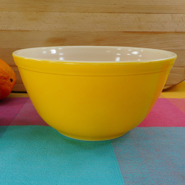 Pyrex Glass USA Mixing Bowl - 402 Sunflower Yellow 1-1/2 Quart