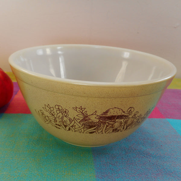 Pyrex Glass Mixing Bowl - Forest Fancies Mushrooms Brown Tan #402