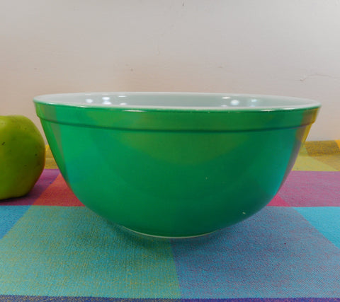 Pyrex Glass Mixing Bowl - Primary Green White 2.5 Quart - 403 Vintage