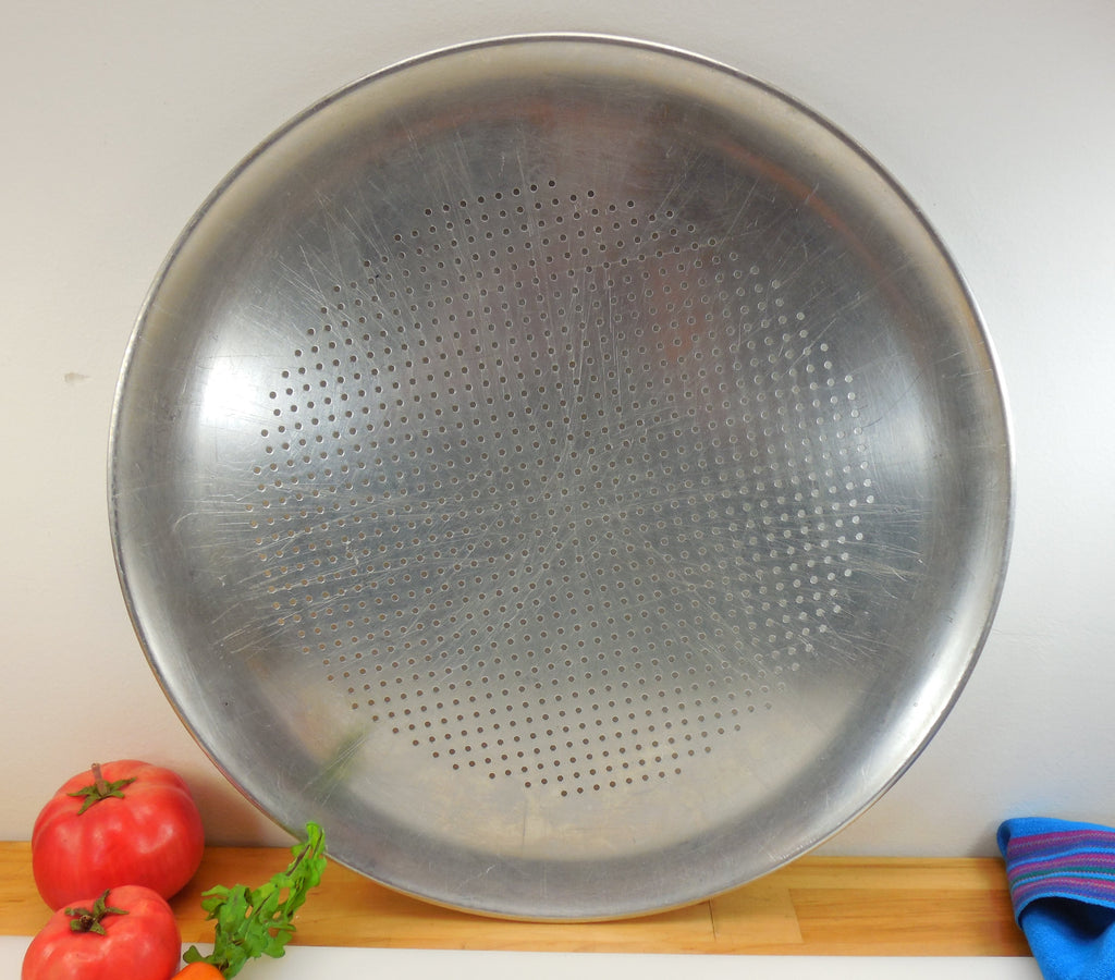 "REMA 16"" Perforated Round Aluminum Pizza Baking Pan"