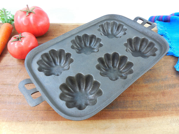 Cast Iron Turk Head Gem Muffin Pan - 6 Hole - Unmarked Maker Wagner? Vintage Cookware
