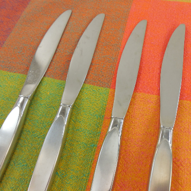Oneida Community - SATINIQUE Older - Stainless Flatware - 4 Dinner Knives hollow