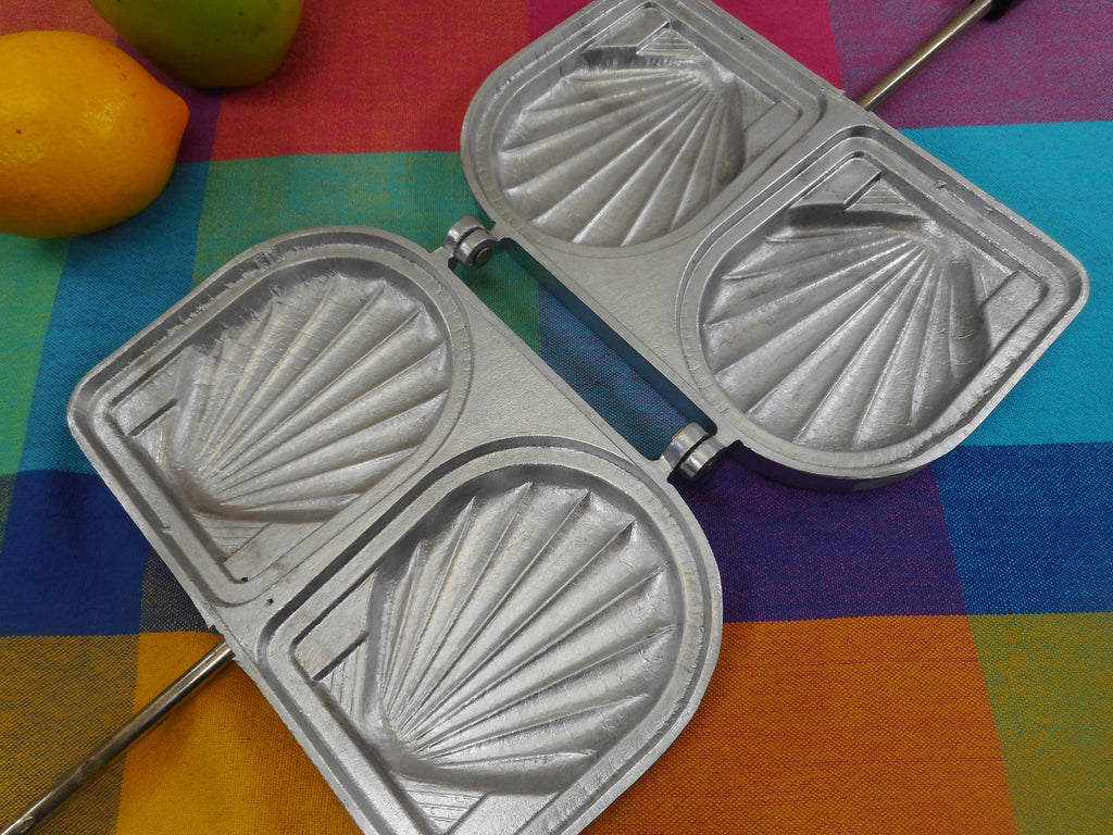 SEFAMA France - Clam Shell Sandwich Maker Vintage Aluminum Panini Press - Stovetop Used
