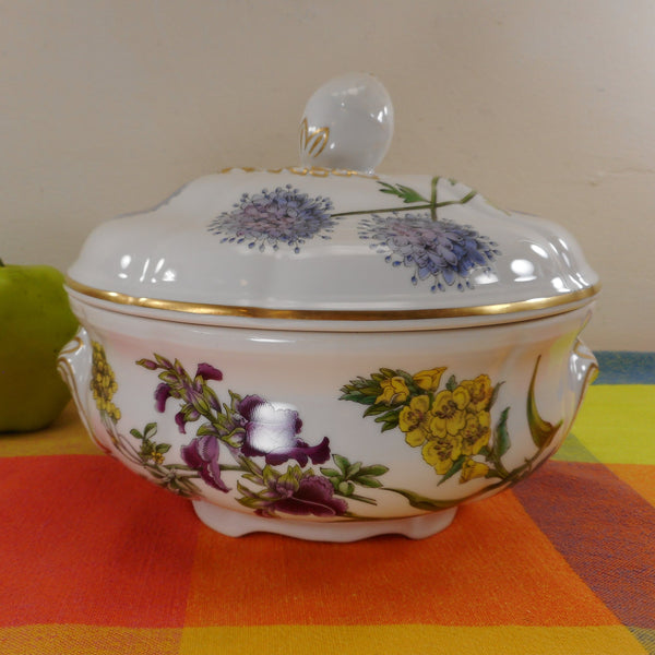 Spode England Porcelain Stafford Flowers Round 1.5 Quart Oven To Table Lidded Casserole