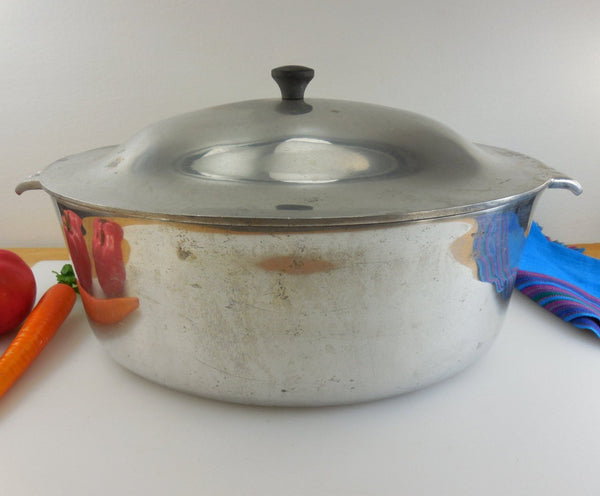Heavy Cast Aluminum - Super Quality - Oval Roaster Pot and Lid -  6 Qt Quart