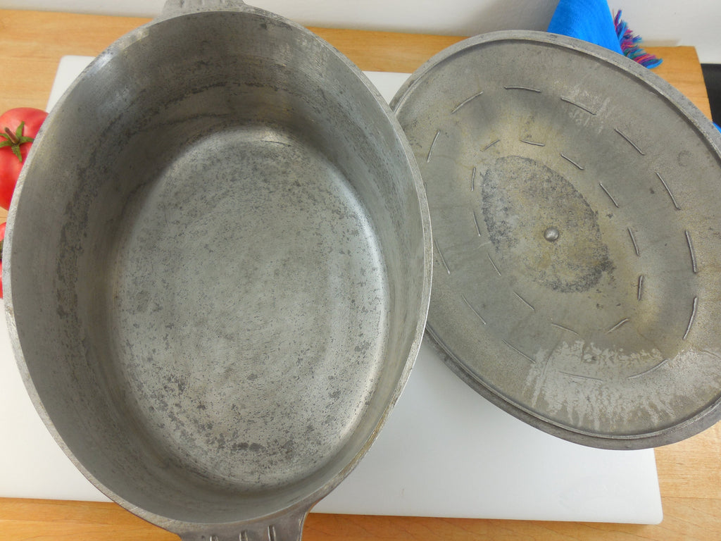 Heavy Cast Aluminum - Super Quality - Oval Roaster Pot and Lid -  6 Qt Quart interior