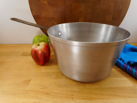 Toroware by Leyse USA - 5-1/2 Quart Saucepan NSF Commercial Aluminum Cookware 5385