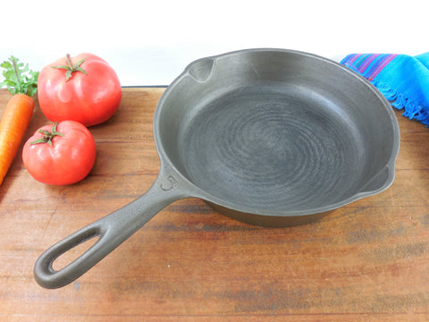 "SOLD... Vollrath Ware No. 5 Cast Iron Skillet Fry Pan 8.25"" - Vintage Cleaned Cookware"
