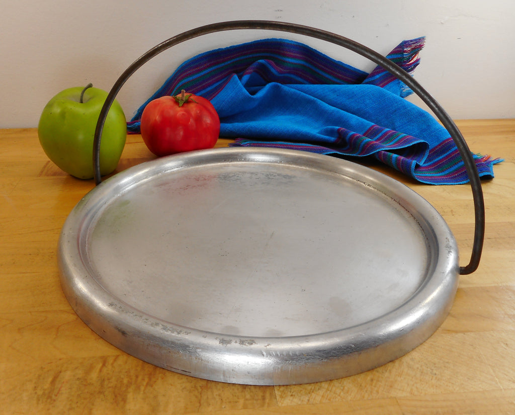 "Wear Ever Aluminum USA Vintage 10"" Round Griddle Pan No. 384"