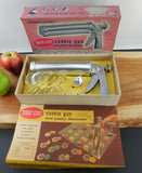 Wear Ever USA - Cookie Gun Pastry Decorator Kitchen Tool in Original Box - Canapes, Biscuits, Icing...
