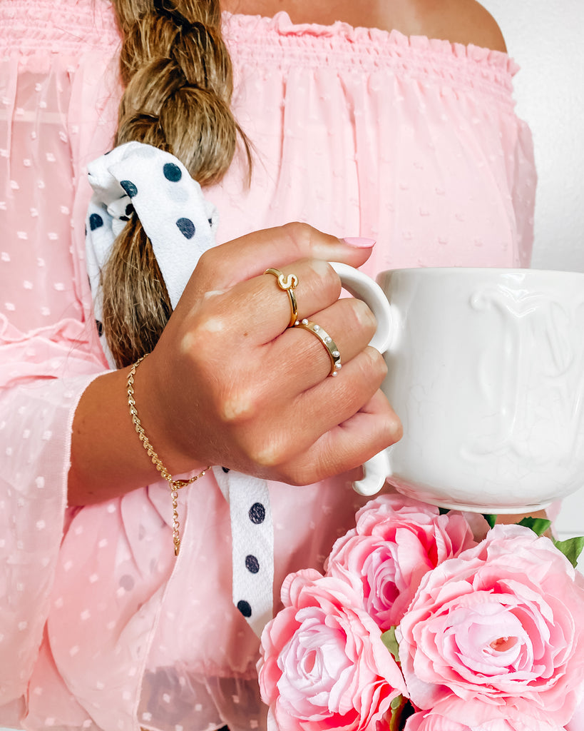$influencer @savillamountain wearing Everly Initial Ring by @brookandyork