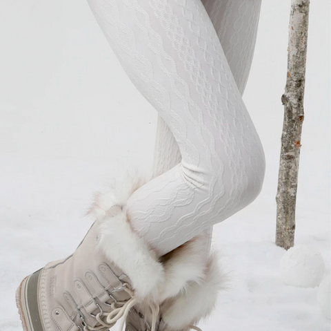White leggings with snowboots