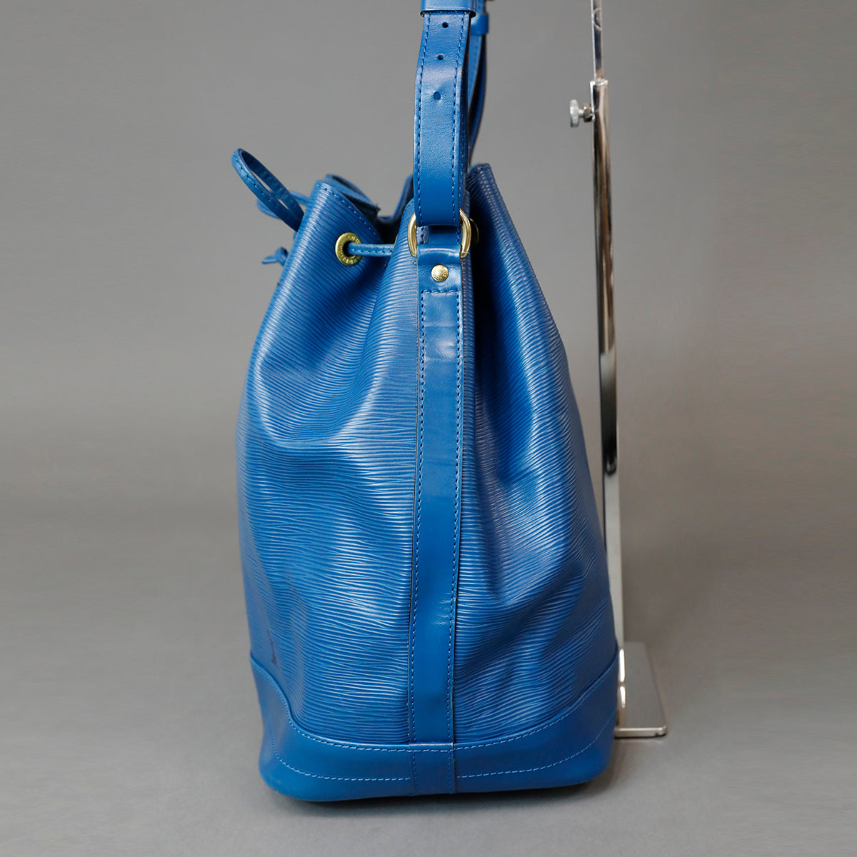 LOUIS VUITTON Epi Noé Bag Blue