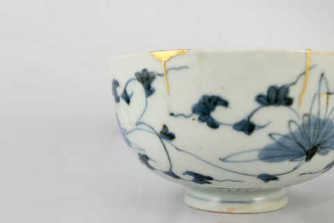 Kintsugi repair golden seems