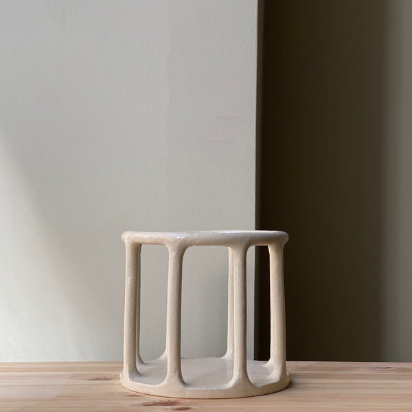 Medium minimalist cylindrical basket