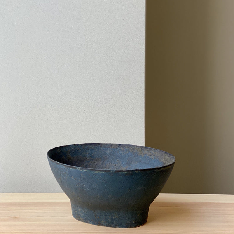 Bowl-Blue socle oval bowl-Linda Ouhbi-YONOBI