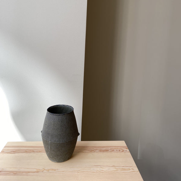 Vase-Grey hexagonal jug vase with 2 handles-Linda Ouhbi-It's yo no bi