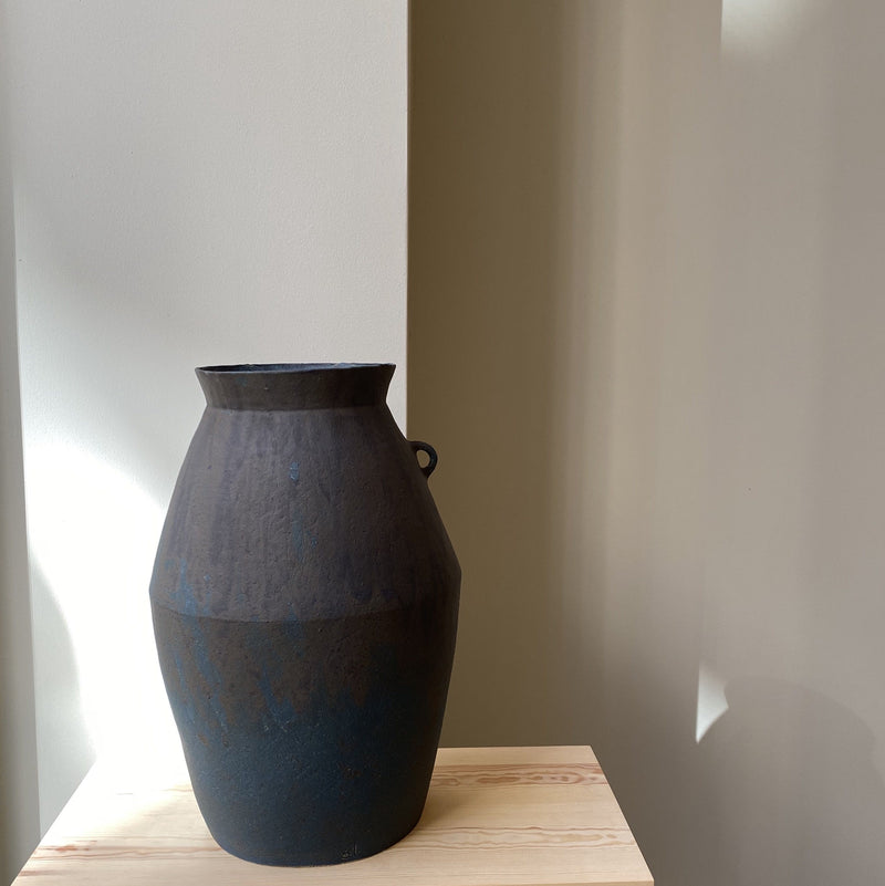 Vase-Blue extra-large vase with one handle-Linda Ouhbi-YONOBI