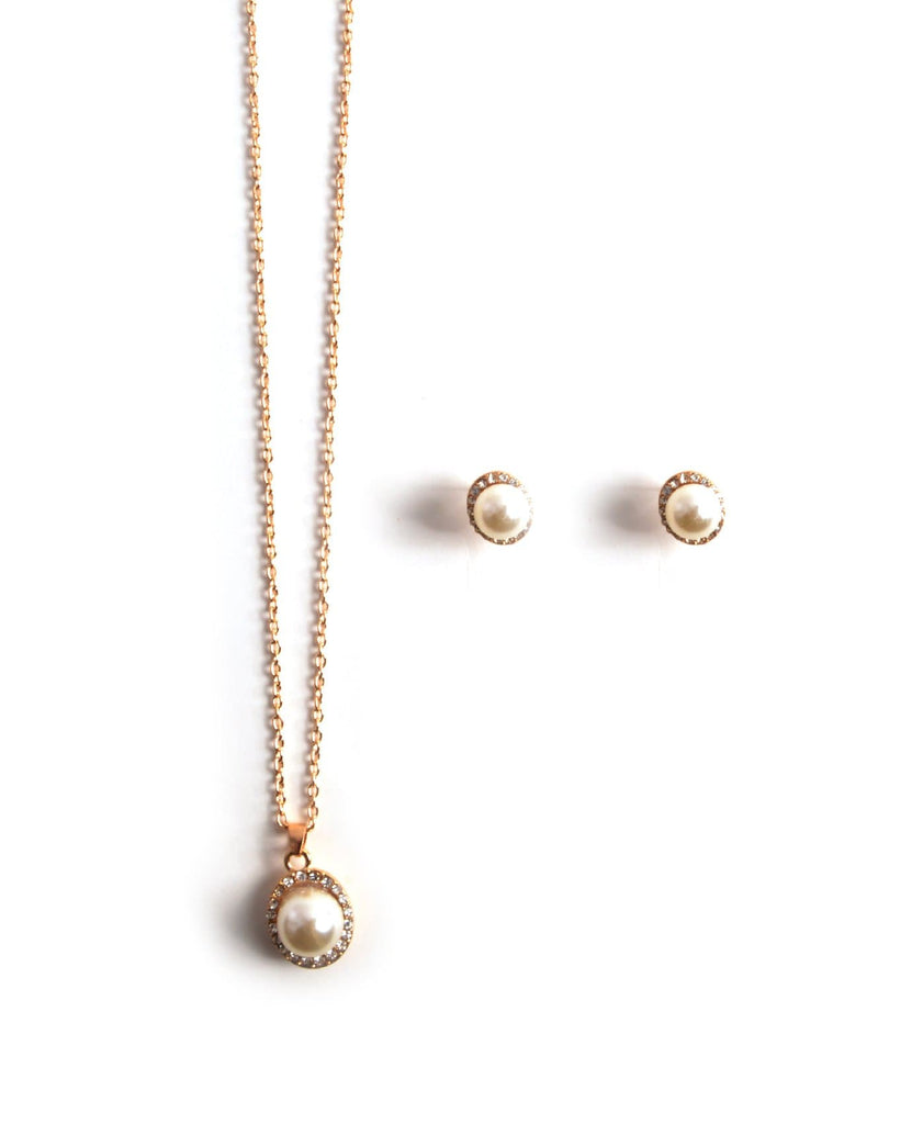 Dainty Pearl Necklace Set