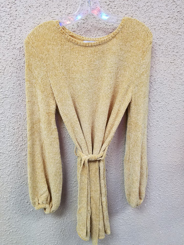 Soft Mustard Sweater With Belt With Bell Pepper Sleeve