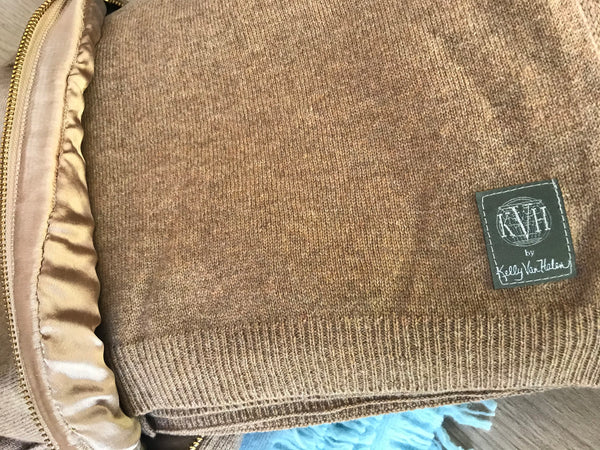 100% Cashmere Wrap with Silk-Lined Case in Sand