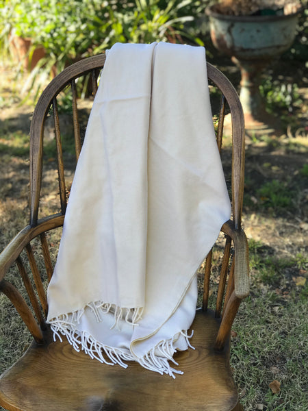 Opulent Cashmere Blanket with Fringe in Winter White
