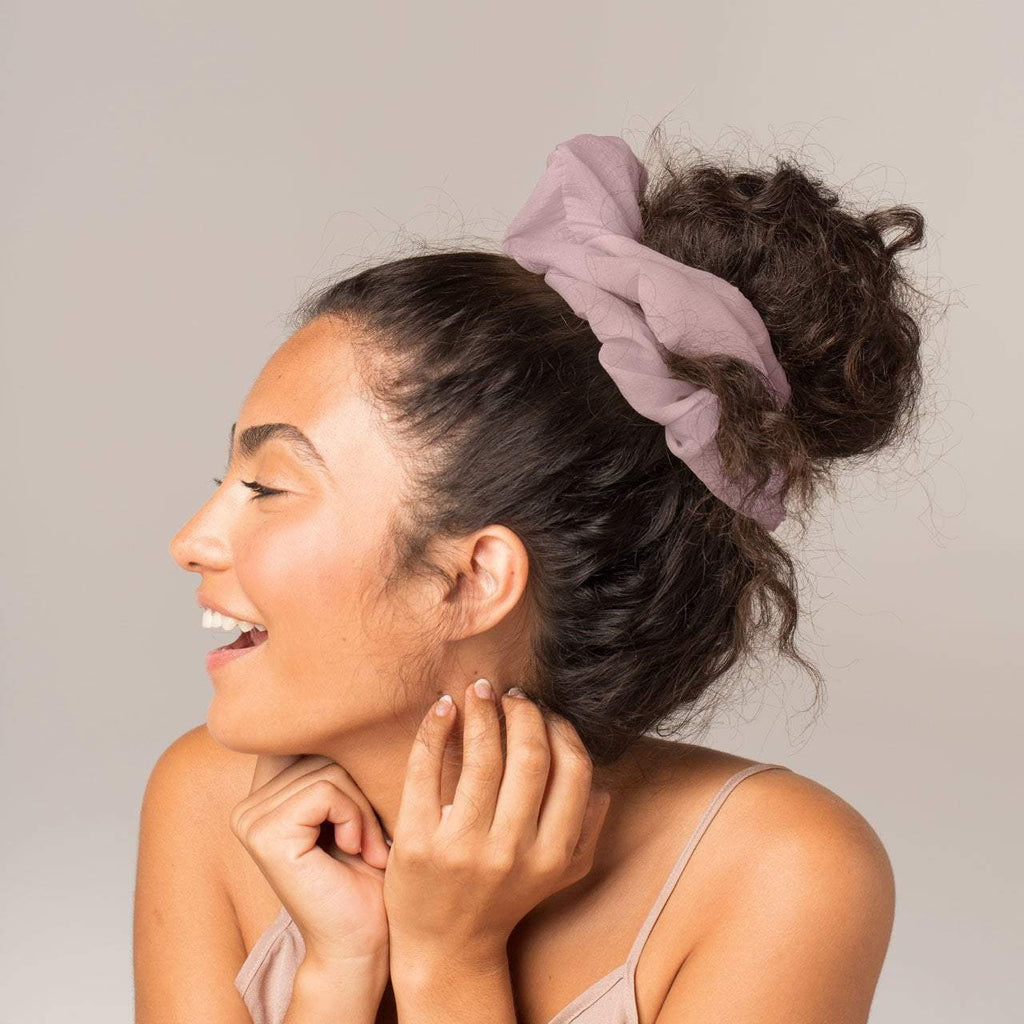 dinner scrunchie | blush || kitsch || beautybar