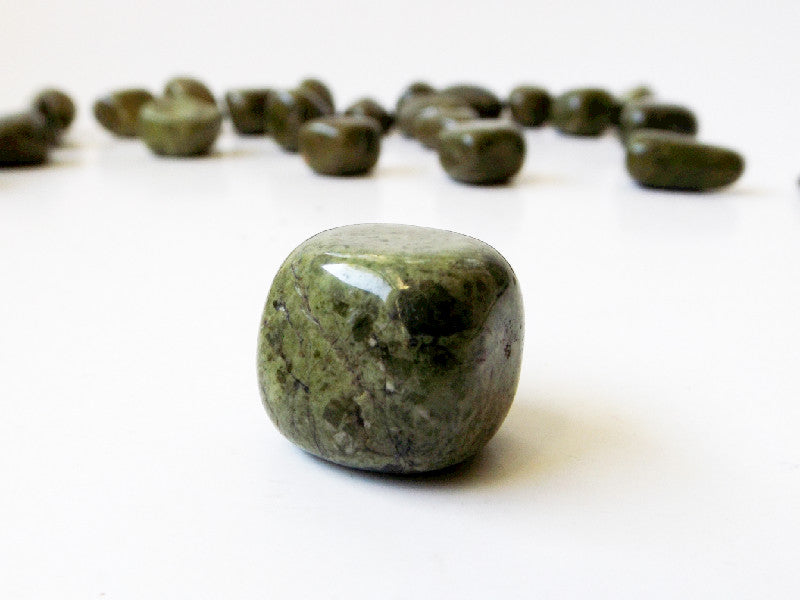 Epidote in Quartz tumbled crystal - 2pcs - Esoteric Aroma