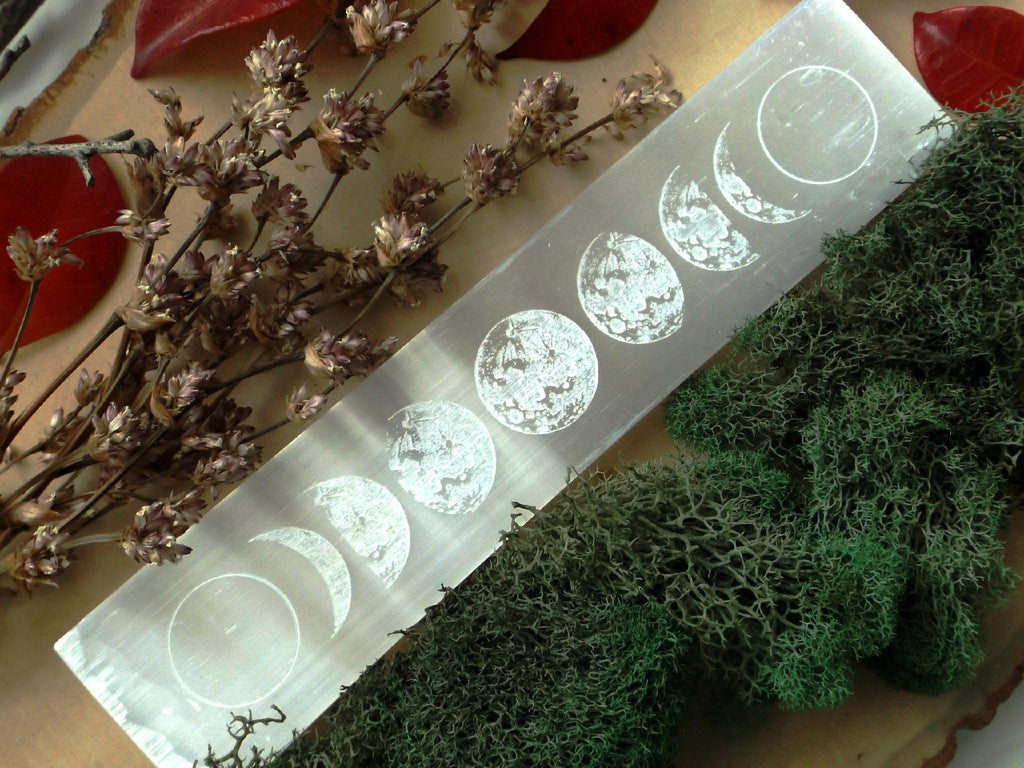 Selenite moon phase charging plate - Esoteric Aroma