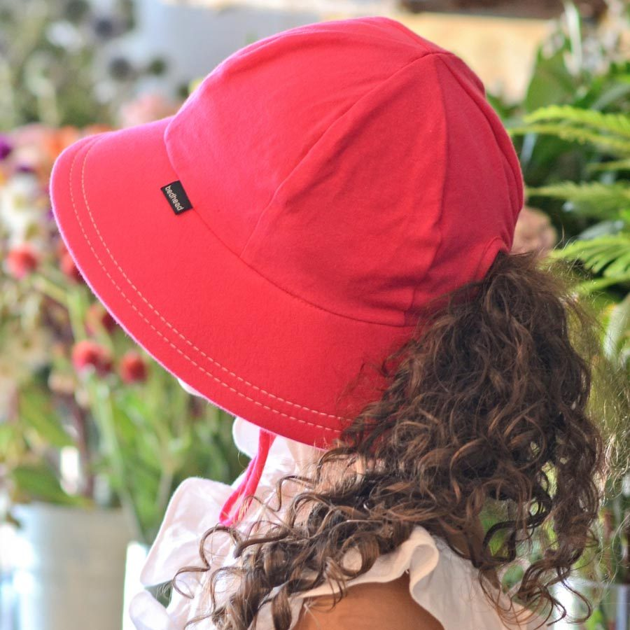 Ponytail Bucket hat with strap Bright pink