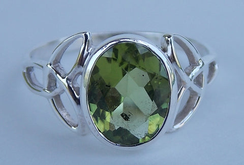 Sterling Silver Peridot Ring - The Eccentric Muse