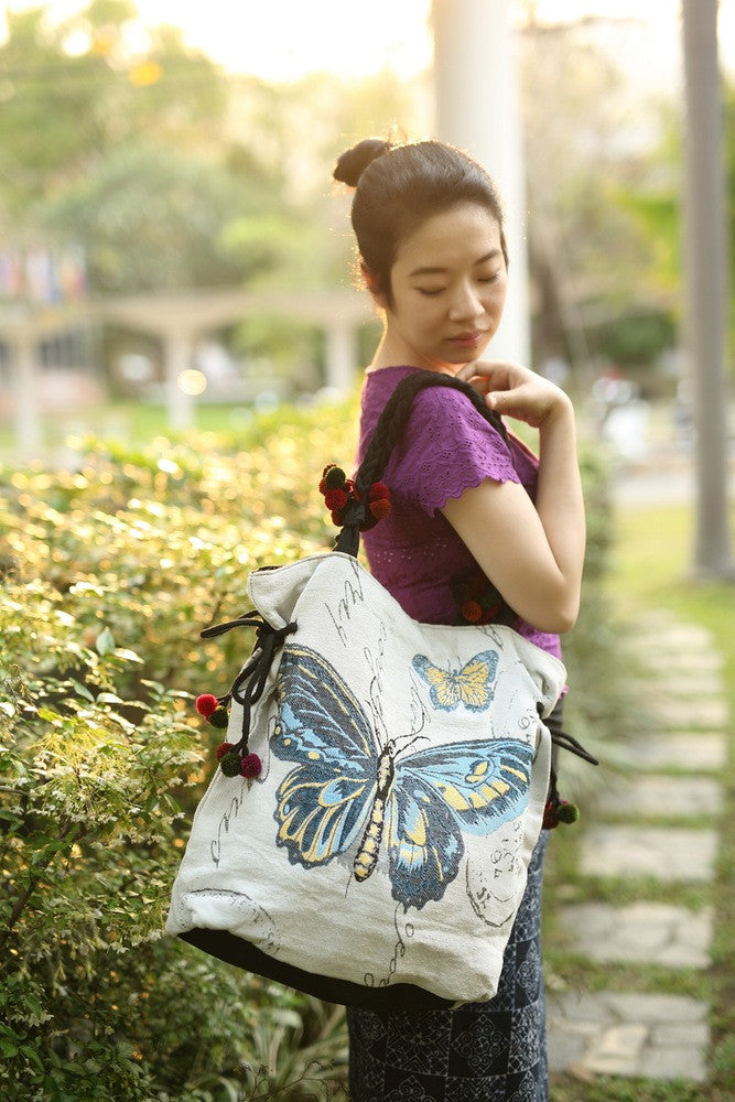 STRIKING BUTTERFLY TOTE BAG