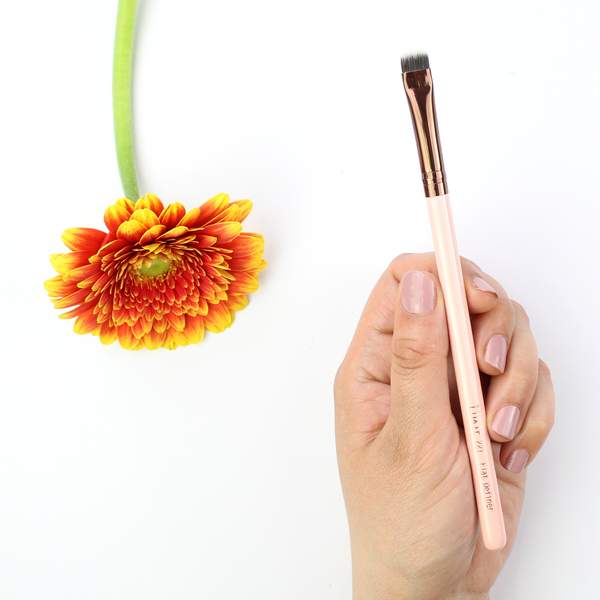 LUXIE Rose Gold Flat Definer Brush 221